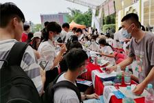 直击新生入学一线,广东岭南现代技师学院新生入学实况